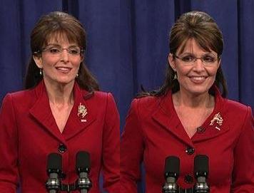 Tina Fey (izq) Sarah Palin (der)